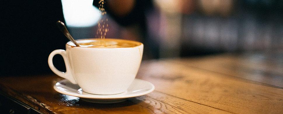 להתרווח עם כוס קפה, הכי קרוב לעסקה הבאה שלך