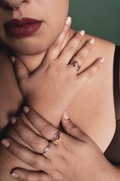 Crédits :  Photographie : Margaux Gatti  Maquillage : Justine Chery Modèles : Morgane Zaffuto & Justine Chery Bijoux : Maison Pierre Lorin