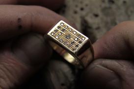 Chevalière or jaune 18 carats sertie de diamants.