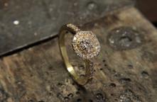 Bague de fiançailles en or jaune 18 carats et diamants