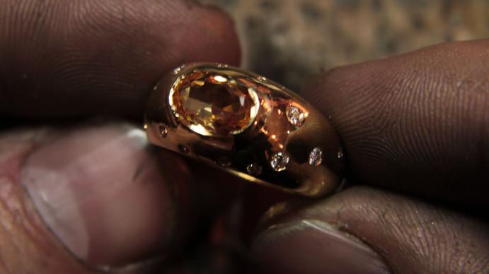 Bague or jaune 18 carats (or client), Topaze royale (pierre cliente) et diamants F VVS.