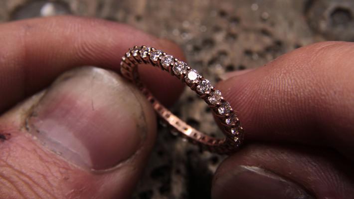 Alliance or rouge 18 carats sertie de diamant F VVS.