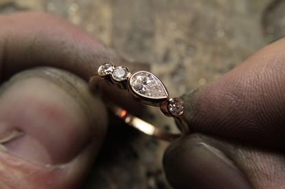 Bague de fiançailles or rouge 18 carats et diamants F VS
