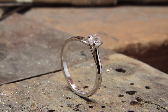 Solitaire V 4mm or blanc