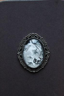 Löwin Portrait Aquarell Brosche