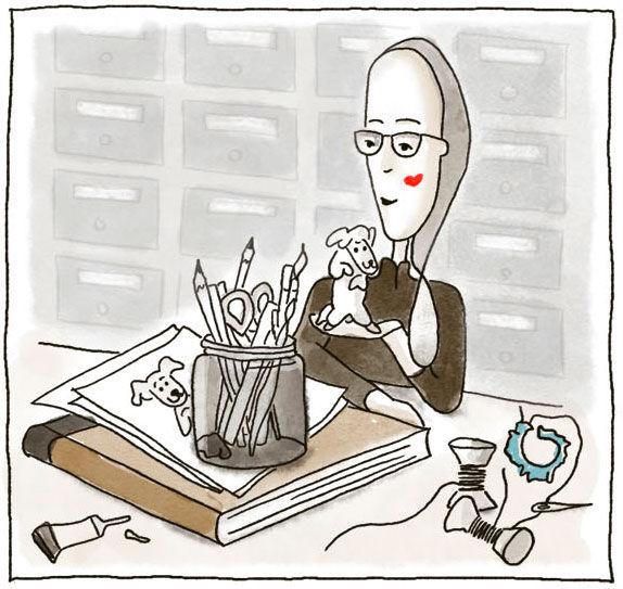 Illustriertes Bild von Carmen Fischer Neumayer. Sie sitzt am Tisch. In der linken Hand hält sie einen kleinen modellierten Hund. Vor ihr auf dem Tisch liegt ein Buch, auf dem Buch liegen Skizzen ein Glas mit diversen Stiften. Des weiteren liegt auf dem Tisch eine offene Tube Leim, zwei Fadenspulen und Nähzeug.