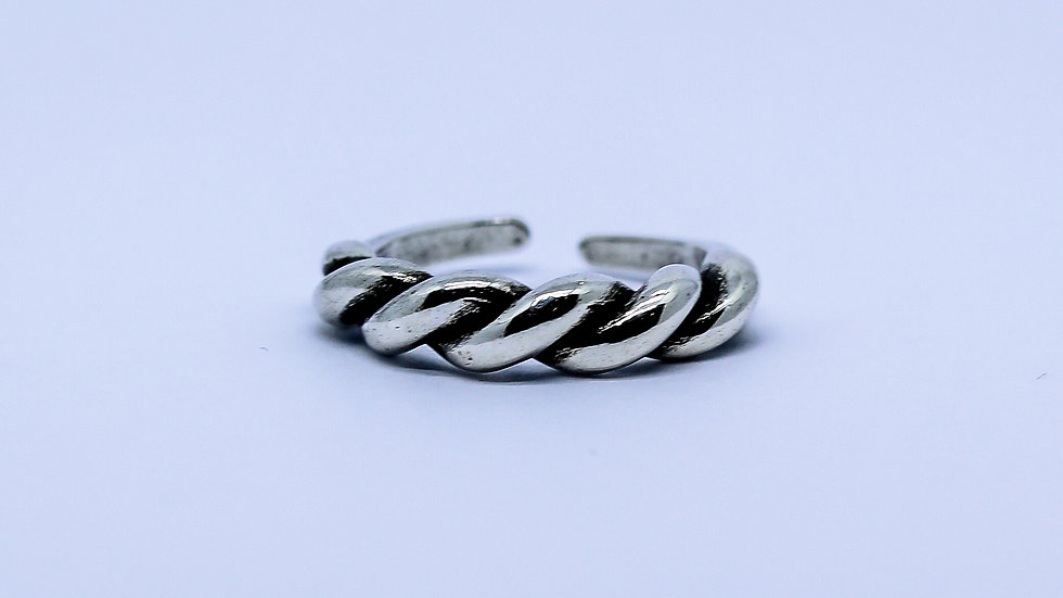 silver enterlaced ring