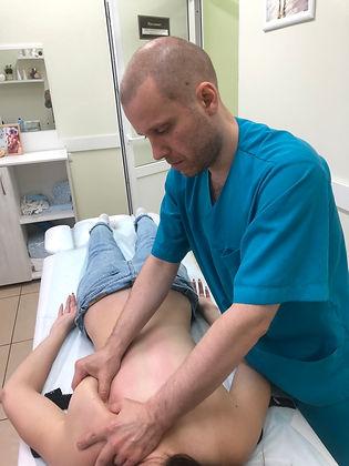 массаж при сколиозе массажист частные объявления лимфодренажный мед центр салон лечебный массажист