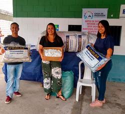 200414-doação-sabonetes-e-travesseiros.j