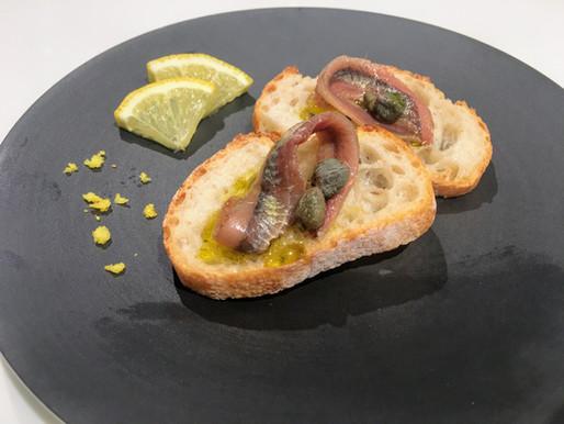 アンチョビをまるごと味わう贅沢なブルスケッタ