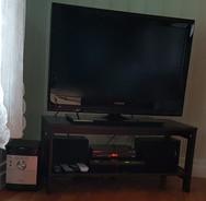 """TV Thomson 32"""" 350 kr, Stereo Sony 150 kr, DVD Hitachi Såld, SAGEM Boxer x kr, tv-bänk 30 kr"""
