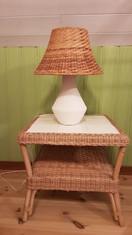 Rotting bord och lampa, 300 kr