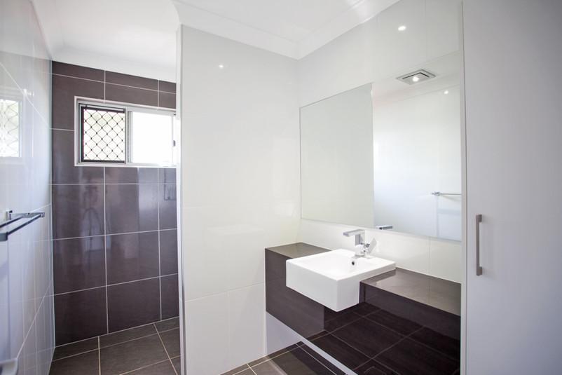 35- C10 - Main Bathroom 1.jpg