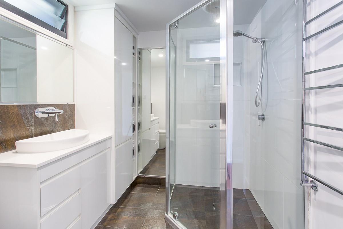 16 - C7 - Bathroom 1.jpg