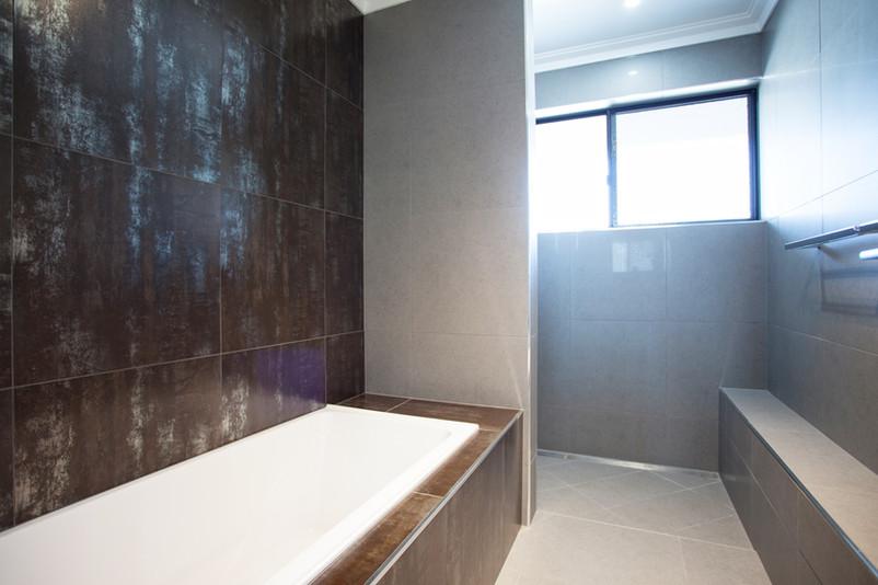 18 - C4 - Main Bathroom.jpg