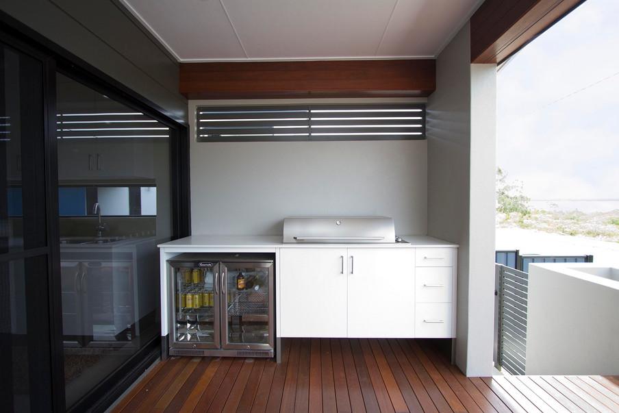 10 - C2 - Deck Bar 1.jpg
