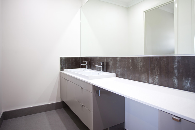 19- C4 - Main Bathroom.jpg