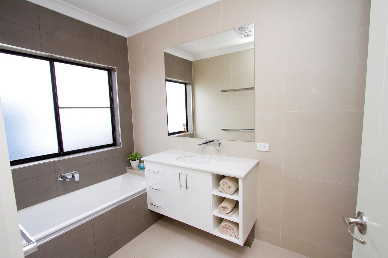 15 - C2 - Main Bathroom 1.jpg