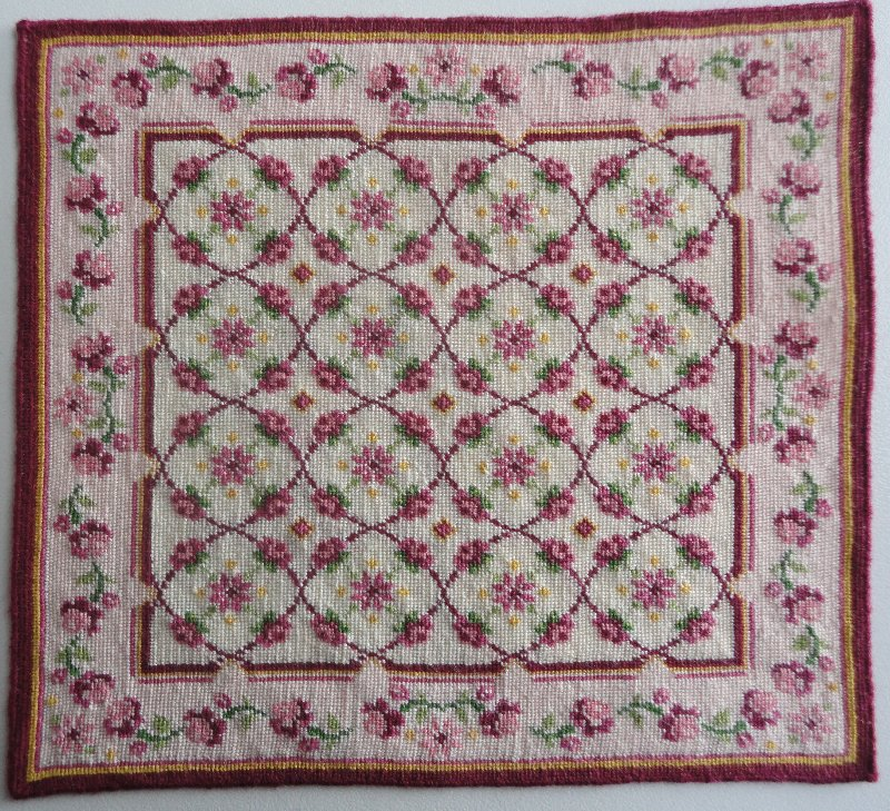 Tapis floral au petit point