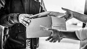 livraison-colis-commerce-en-ligne-9bdc0b