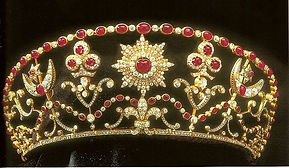 The family tiara worn by Penelope at her wedding to Ivar