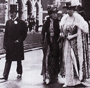  King George V, Queen Alexandra & Queen Mary at the wedding of Mountbatten & Edwina 
