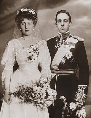 Victoria Eugénie (left) & King Alfonso XIII on their wedding day 