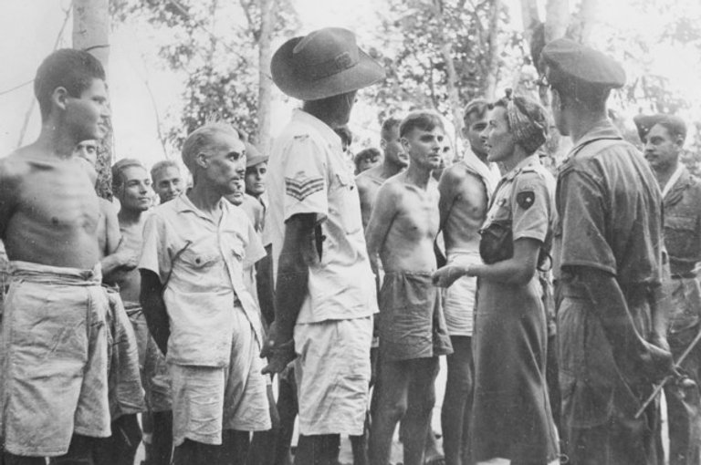 Edwina talking to some former prisoners from Australia and New Zealand 