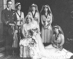 George & Nadejda (Prince & Princess George of Battenberg) with their 4 bridesmaids
