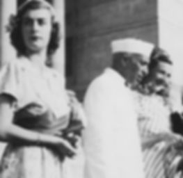 ​ The Mountbattens leaving India - Pamela, Jawaharal Nehru & Edwina on the steps of Government House, New Delhi, India ​