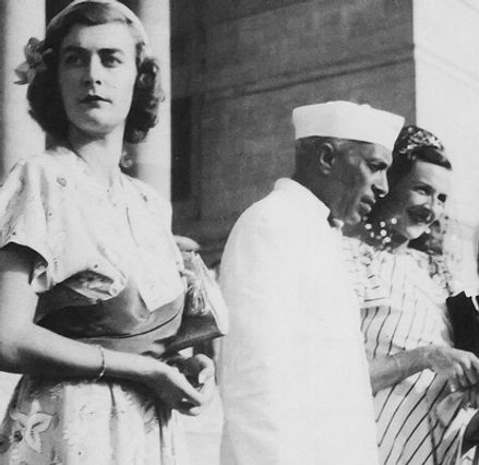  The Mountbattens leaving India - Pamela, Jawaharal Nehru & Edwina on the steps of Government House, New Delhi, India 