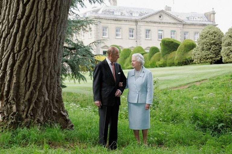 Prince Philip, Duke of Edinburgh & Queen Elizabeth II at Broadlands for their Diamond Wedding Anniversary ​