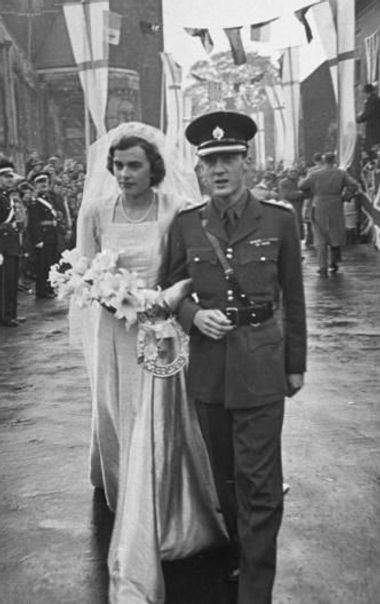Patricia Mountbatten & John, 7th Lord Brabourn following their wedding at Romsey Abbey