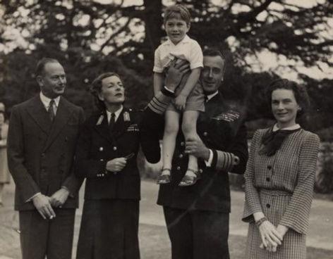 The Mountbattens withThe Duke & Duchess of Gloucesterin Canberra, Australia 1946. Mountbatten is holdingtheir eldest son -Prince William of Gloucester 