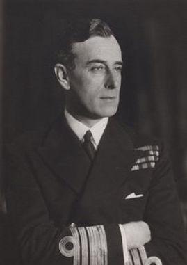 Mountbatten -in the uniform of aVice-Admiral