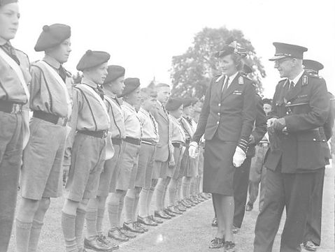 Edwina inspecting St John's Ambulance Brigade volunteers in Reading 1943 