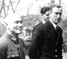 Chiang Kai-Shek (left) with Mountbatten 