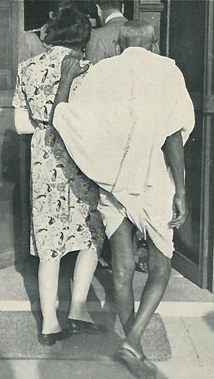 Edwina - Vicereine of India, giving support to Mohandas K. Gandhi