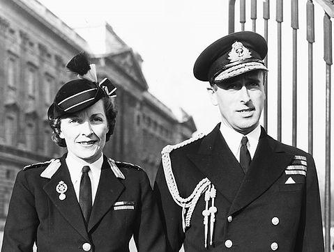Edwina & Mountbatten (outside Buckingham Palace) following Edwina being awarded the CBE