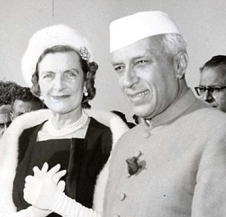 Edwina (left) with Nehru in New Dehli for the 10th anniversary celebrations of the founding of the Republic of India ​