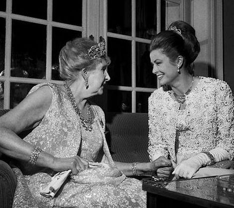 Victoria Eugénie with Princess Grace of Monaco (right) 