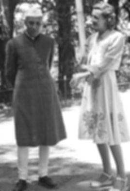  Edwina (right) with Jawaharal Nehru at Simla 