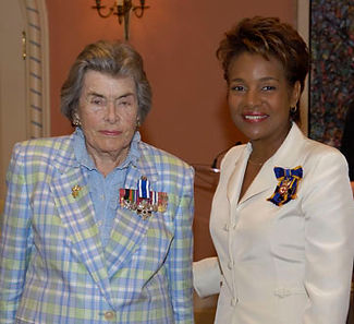 Patricia receiving the Meritorious Service Cross (MSC) from Governor-General Michaëlle Jean (right)