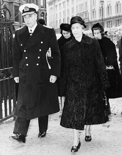 Mountbatten with his sister (Queen Louise of Sweden), Patricia, Pamela and John, 7th Lord Brabourne arriving at Westminster Abbey for Edwina's Memorial Service 