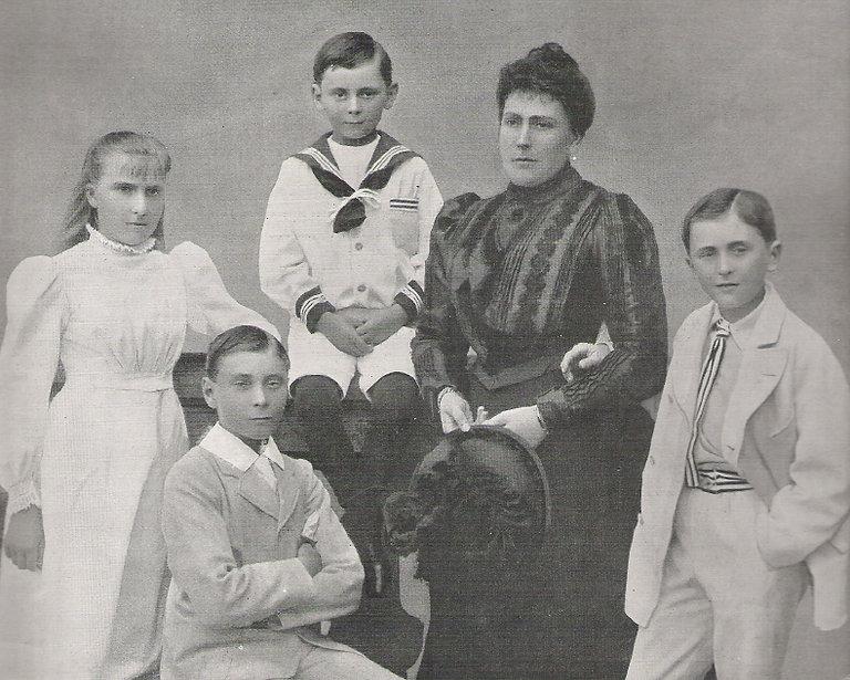 Princess Beatrice, Princess Henry of Battenberg with her 4 children - Victoria Eugénie, Alexander, Maurice & Leopold 