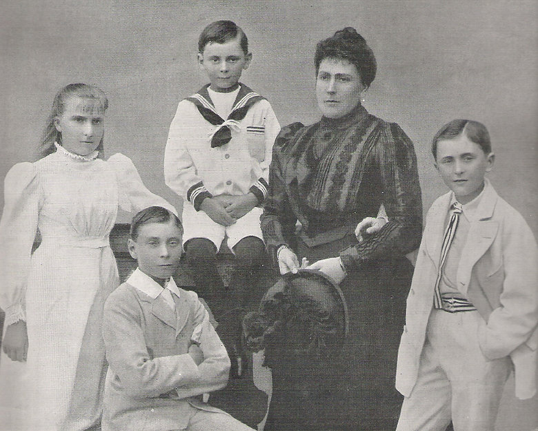 Princess Beatrice, Princess Henry of Battenberg with her 4 children - Victoria Eugénie, Alexander, Maurice & Leopold ​