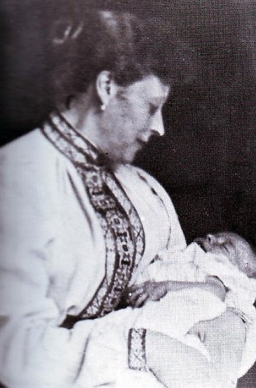 Princess Louis of Battenberg (Princess Victoria of Hesse & By the Rhine) with her baby son - Mountbatten 
