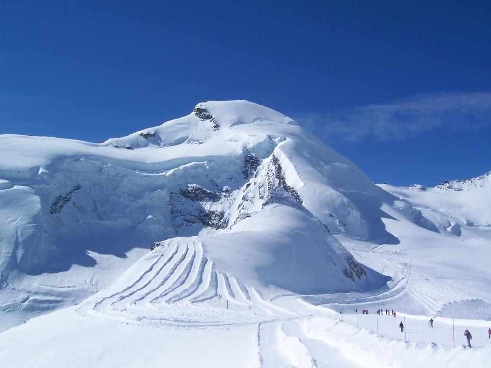 Esto es lo que ves al llegar a la parte más alta de las estación, el pico del Allalinhorn situado a 4.027 m