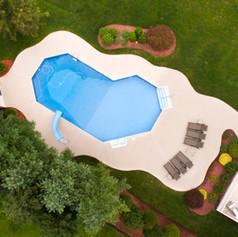 Vue aérienne d'une piscine