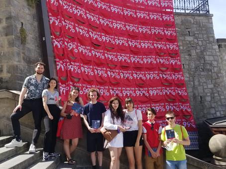 99 drapeaux pour le lancement de campagne de l'initiative 99%